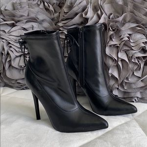 Shoedazzle Pointed Toe Bootie Size 7